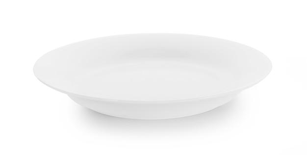 흰색 표면에 고립 된 화이트 플레이트