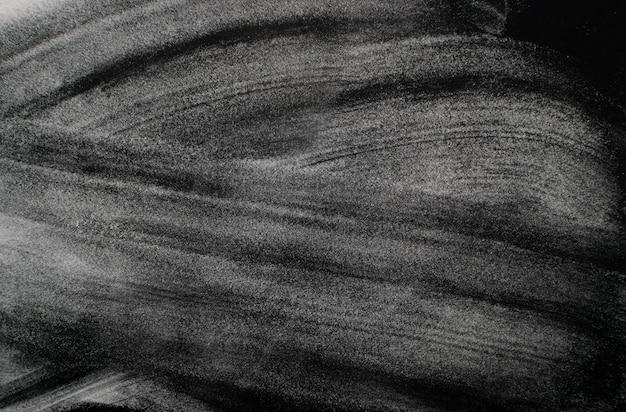 검은 색 표면에 하얀 가루