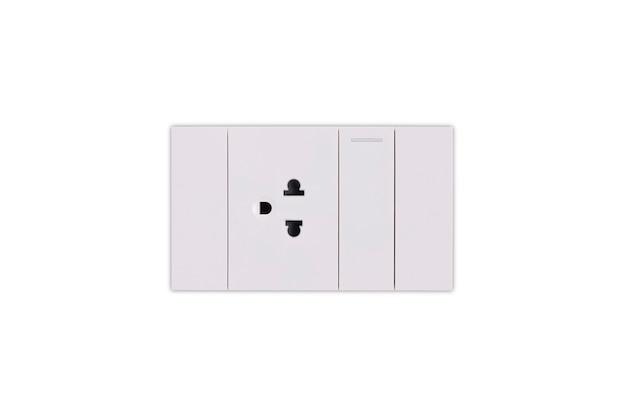 白い背景から分離された白い電源ソケットとライトスイッチ。