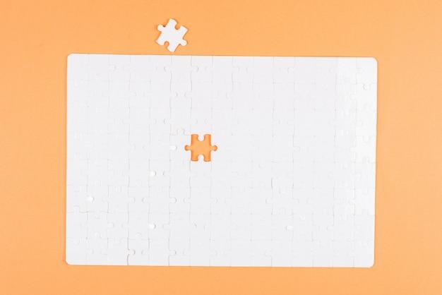 白いパズル。上面図。