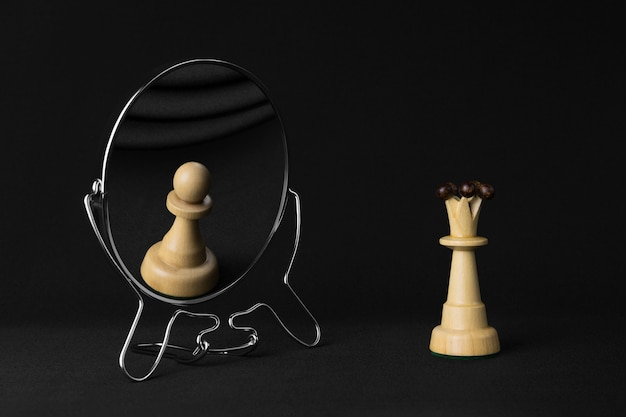 White queen sees a white pawn in the mirror