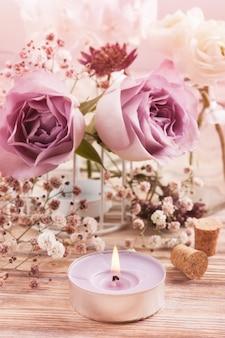 Белый лютик и розы