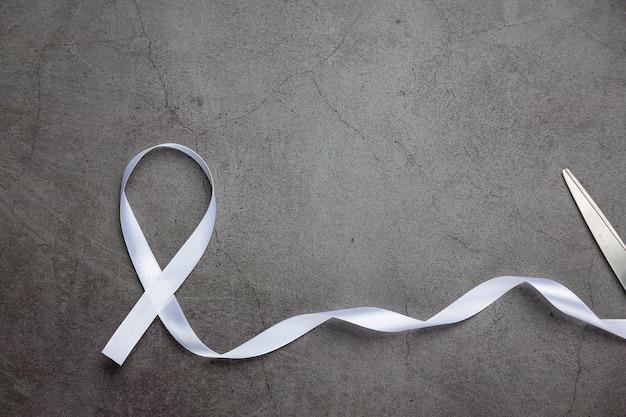 平和の白いリボンのシンボル非暴力の国際デー。