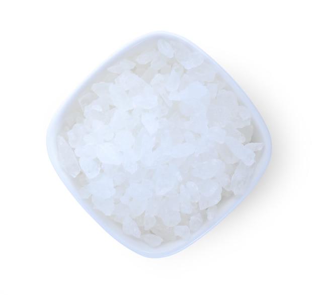 白い表面に分離された白い氷砂糖。