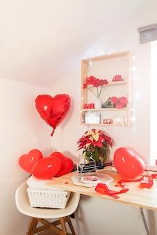 핑크 하트와 화이트 로맨틱 발렌타인 인테리어