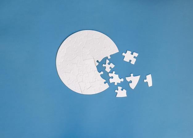 White round shaped jigsaw puzzle