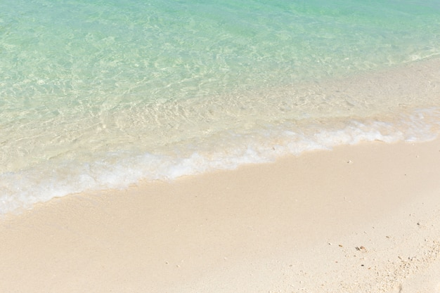 하얀 모래 푸른 에메랄드 바다 해변 배경