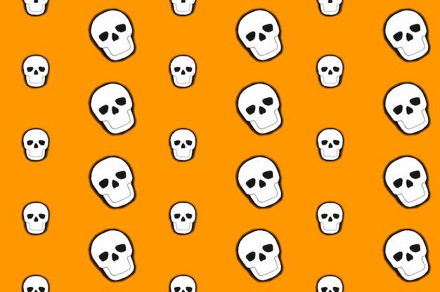 白い頭蓋骨が偶数列に並んでいる