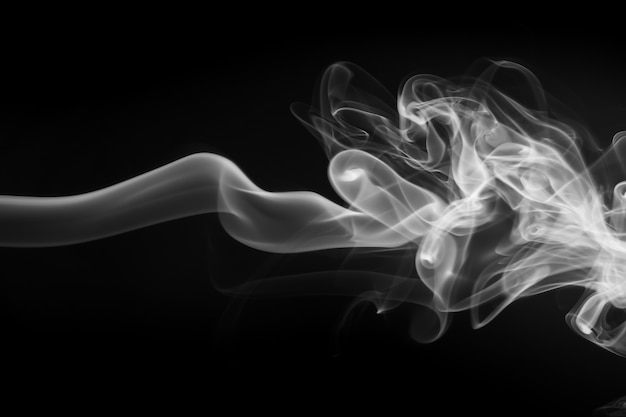 Белый дым аннотация на черном фоне, огонь дизайн