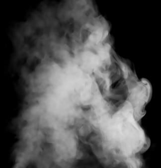 黒の背景に白い煙の雲