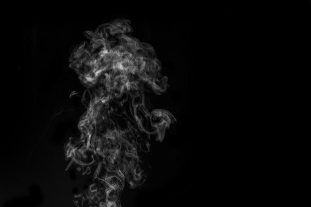 연기가 검은 배경에 흰색. 어두운 배경에 연기가 나왔다. 추상적 인 배경, 디자인 요소, 사진 오버레이