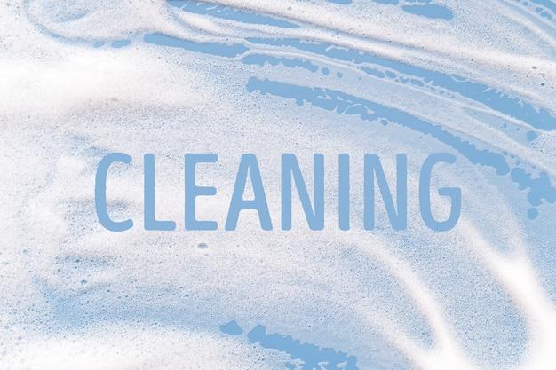 파란색 배경에 흰색 비누 거품입니다. 청소/세탁 개념입니다.