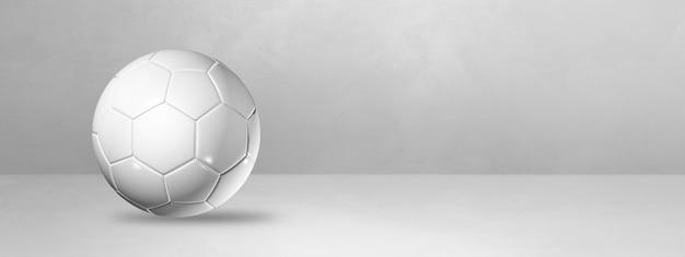 Белый футбольный мяч, изолированные на пустой студии баннер.