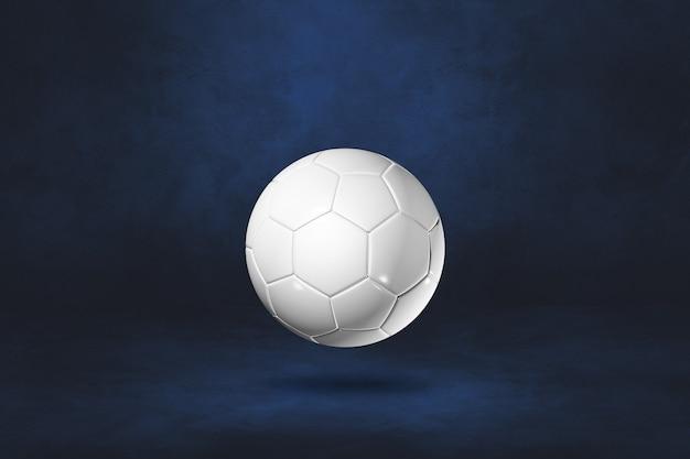 Белый футбольный мяч, изолированные на темно-синей стене. 3d иллюстрации
