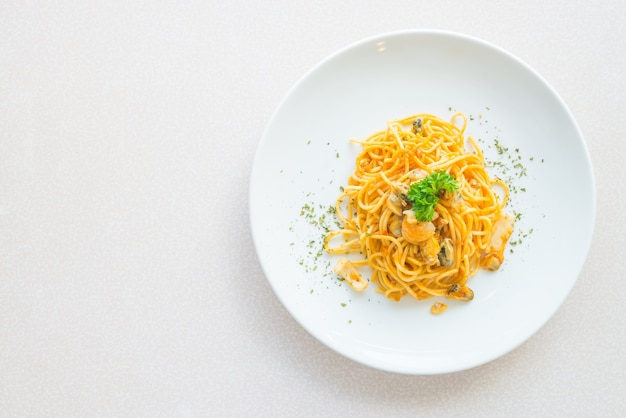 Cibo caldo bianco spaghetti primo piano