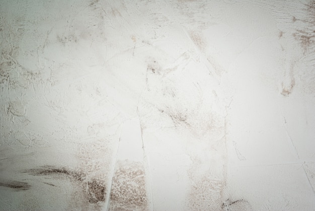 Стол из белого камня