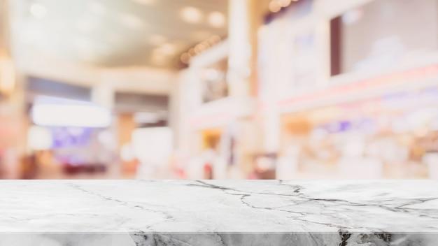 흰색 돌 테이블 위에 bokeh 쇼핑몰 배경으로 흐리게