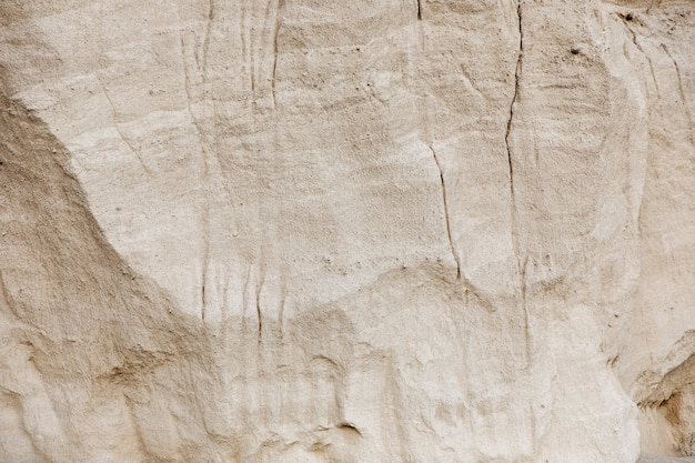 採石場で白い石の壁。