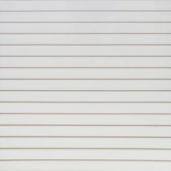 白い縞模様の壁