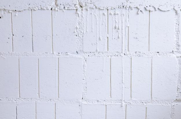 背景のコンクリート壁のパターンを持つ白い漆喰壁背景セメントテクスチャ