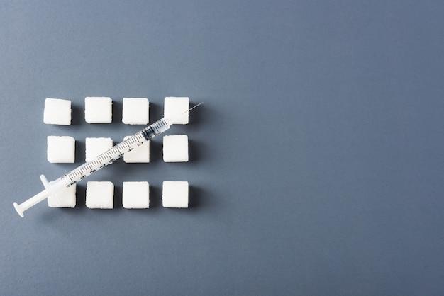 Кубик белого сахара