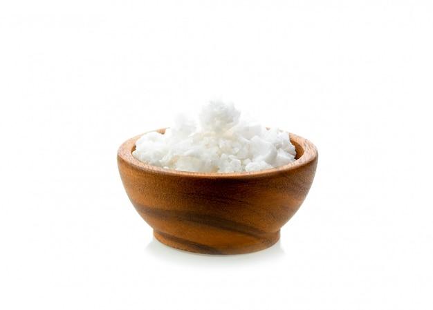 木製のボウルに白砂糖