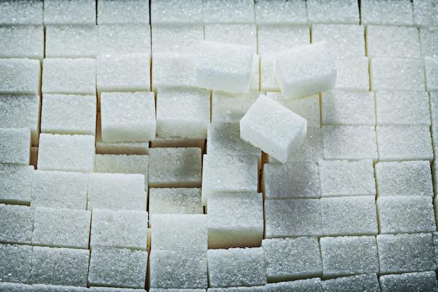 白い甘い砂糖キューブ食品のコンセプト