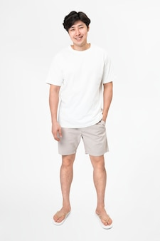 흰색 티셔츠와 반바지 남성용 기본 착용 전신