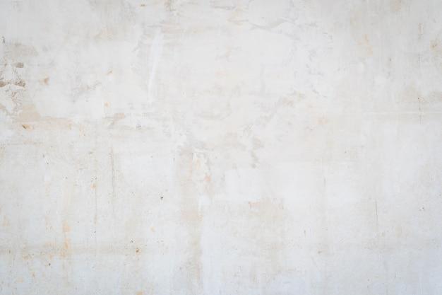 白いテクスチャ背景、素朴なコンクリート。風化した塗装コンクリート壁のグランジ、テキストまたは画像の場所