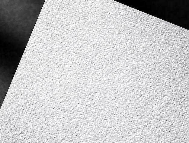 Vista superiore del primo piano del documento strutturato bianco