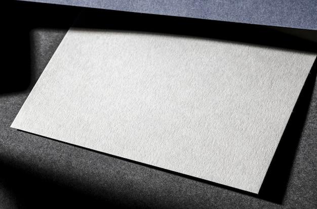 Белая фактурная бумага для брендинга