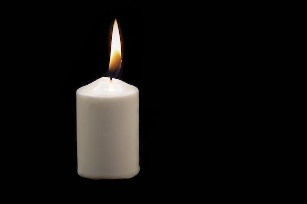 Белая густая свеча на черном