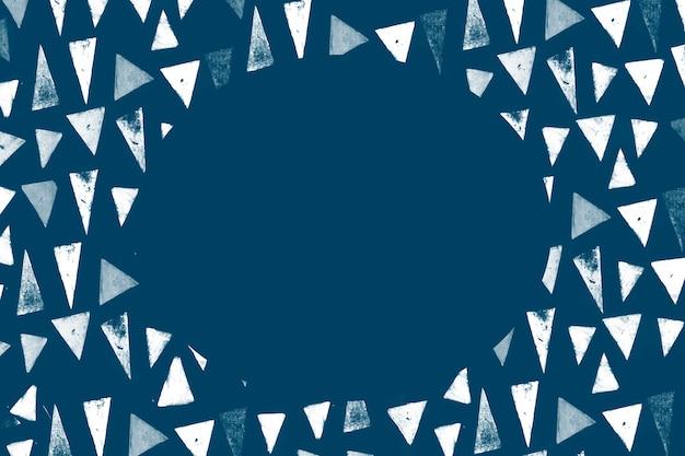 インディゴの背景に白い三角形のブロックプリントパターンフレーム