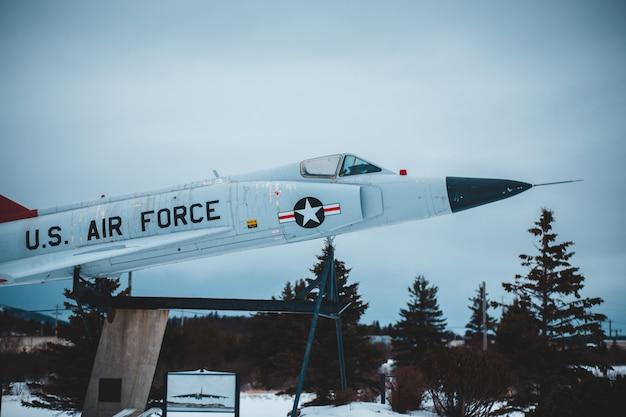 白い米空軍機