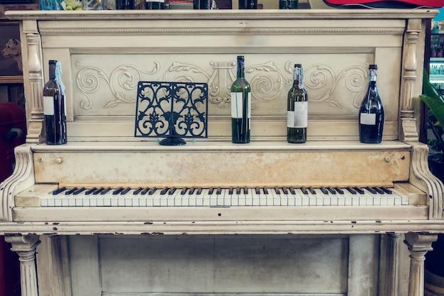 화이트 빈티지 피아노
