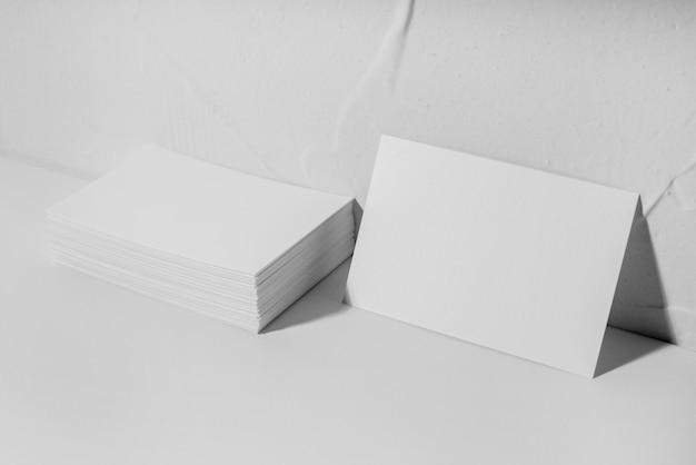 白い名刺の配置