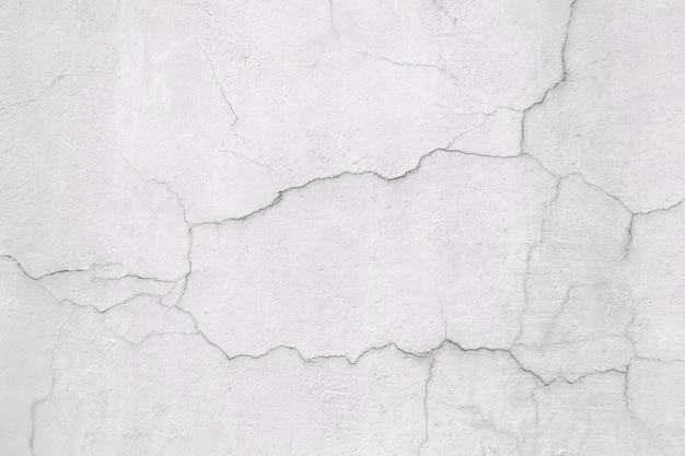 白い壁、表面のひびの入った漆喰、コンクリートの質感