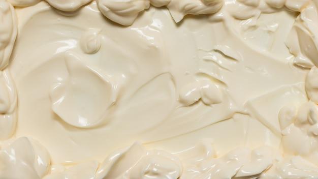 Белая взбитая текстура сливок. вид сверху.