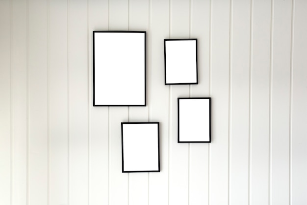 Белая деревянная стена из поддонов с пустой рамкой для плаката в современном стиле для копирования пространства, стильное украшение на холсте, дизайн интерьера, пространство для текста
