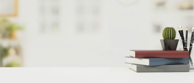 Белый деревянный стол с копией пространства, размытый фон с книгами и канцелярскими принадлежностями, 3d-рендеринг, 3d-иллюстрация