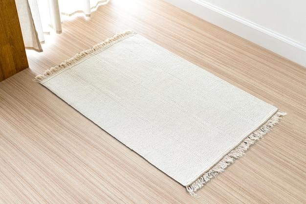 Белый тканый ковер фон на полу