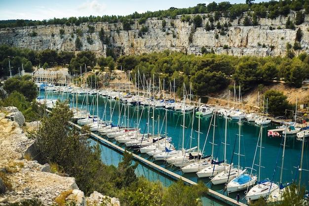 Calanque de port miou의 하얀 요트