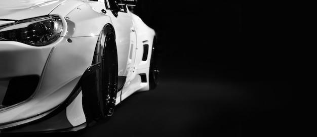 Современные автомобильные фары на черном фоне