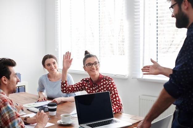 판매 성장에 대한 아이디어가있는 사람은 누구입니까?