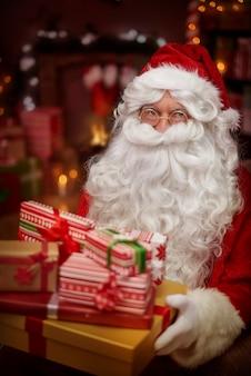 誰がクリスマスプレゼントをもらいたいですか?