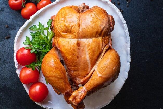 구운 닭고기 전체 또는 훈제 가금류 부분