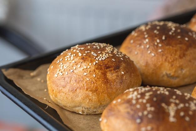 버거 용 통 곡물 빵.