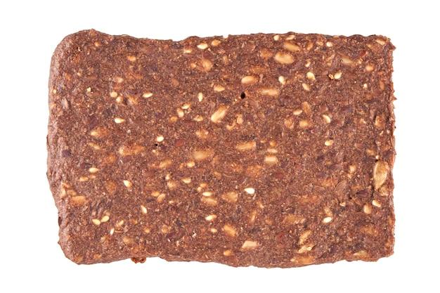 Цельнозерновые хрустящие хлебцы, изолированные на белом, обтравочный контур