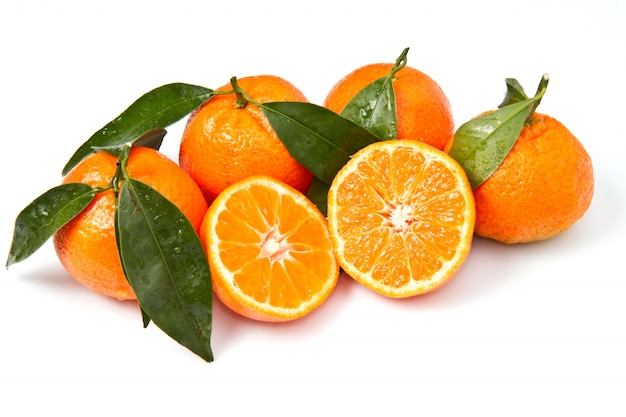Whole oranges with leaves and slices, natural fruit