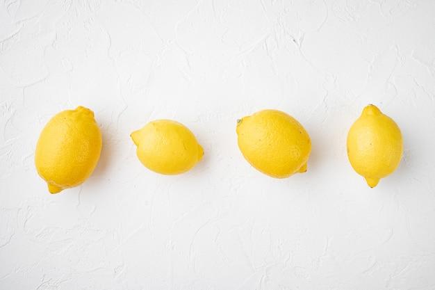 텍스트 복사 공간 흰색 돌 테이블 배경에 완전히 익은 레몬 세트